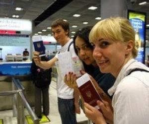 Готуючи дітей у закордонну подорож, перевірте правильність документів