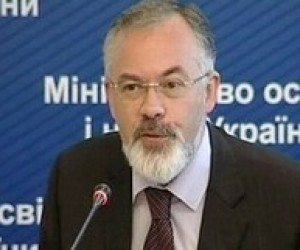 Влада забезпечуватиме право громадян на вибір мови навчання, - Д.Табачник
