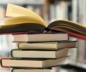 """Чиновники """"заробили"""" на книжках для бібліотек 10 мільйонів гривень"""
