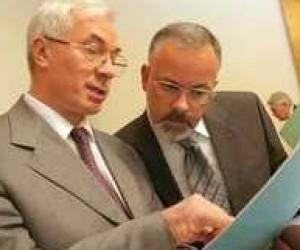 Азаров доручив міністру освіти навести порядок в підзвітних йому підприємствах