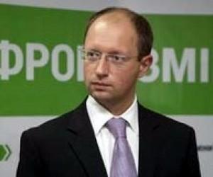 Арсеній Яценюк вимагає заборонити закриття україномовних шкіл