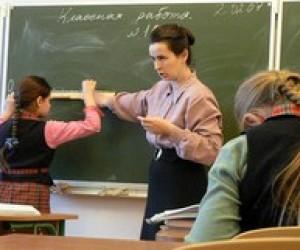 Профспілки вимагають зупинити закриття шкіл та звільнення вчителів