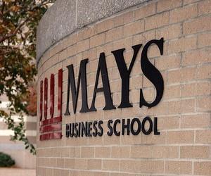 Випускники бізнес-шкіл 2010 року швидше знаходять роботу