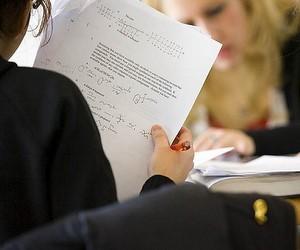 Більшість громадян підтримує вступ до вищих навчальних закладів за результатами ЗНО