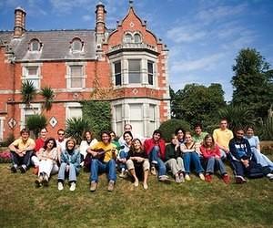 Групові літні програми для дітей та підлітків у Великій Британії