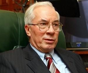 """Азаров обіцяє бюджетним працівникам """"серйозне"""" збільшення заробітної плати"""
