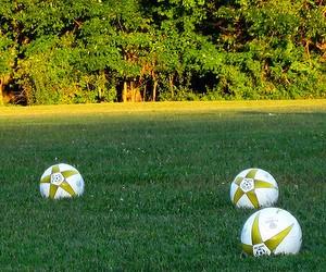 Українських дітей масово вчитимуть футболу за німецькі гроші