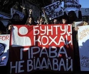 За участь у мітингу на підтримку політики Міністерства освіти пропонують 50 грн
