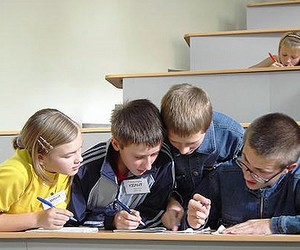 Центр зайнятості випустив 2 млн профорієнтаційних щоденників для школярів