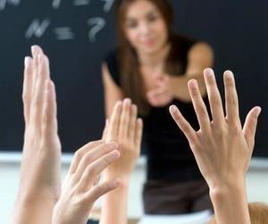 Першокласників очікують подарунки, а навчальні заклади - перевірки