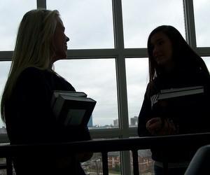 Більшість українців вступають до вузів з метою отримання професійних знань