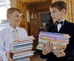 Триває доставка підручників до обласних книжкових баз