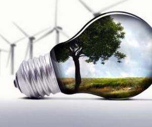 Треба розвивати альтернативне енергопостачання в навчальних закладах, - Азаров