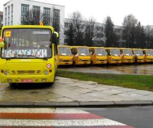 Понад 600 автобусів отримають школи цього року, - Д. Табачник