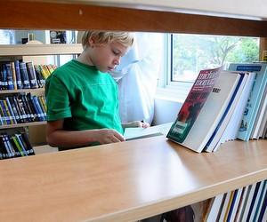 Доставка підручників у школи триває