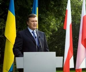 Забезпечення педагогам гідних умов праці стримується станом національної економіки, - В.Янукович