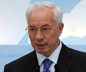 Азаров знову наполягає на вирішенні проблем диспропорції ринку праці