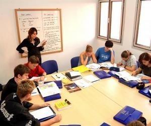 Курси англійської мови для дорослих та дітей за кордоном