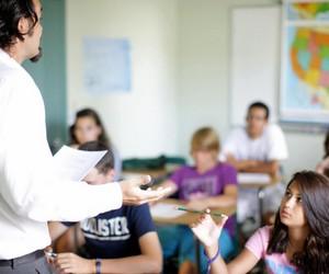 Набір груп від навчальних закладів для вивчення іноземних мов за кордоном