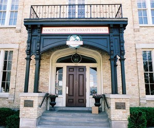 Приватна школа Nancy Campbell Collegiate Institute (Канада)