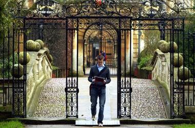 Аглійська та відпочинок в Clare College Cambridge