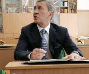 Черновецький вирішив поповнити бюджет за рахунок звільнення вчителів
