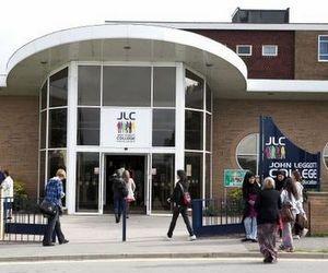 Державний британський коледж John Leggott College (Велика Британія)