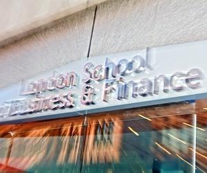 Стипендії на навчання в London School of Business and Finance