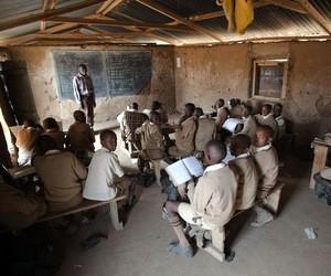 Кількість дітей, які не відвідують школу, знову зростає, особливо в Африці