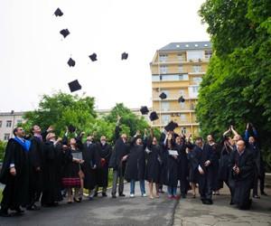 Вручення дипломів у kmbs