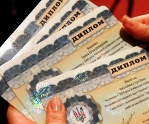 Міносвіти просить вузи своєчасно видавати випускникам дипломи