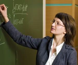 """Половина старшокласників вважає професію вчителя """"досить престижною"""""""