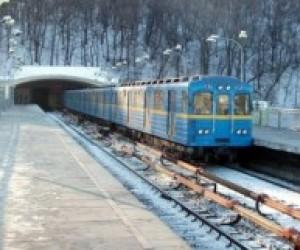 На школьниках в киевском метро незаконно зарабатывают сотни тысяч гривен