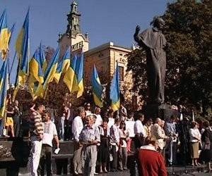 2 тисячі вчителів мітингували у Львові в підтримку української мови (відео)