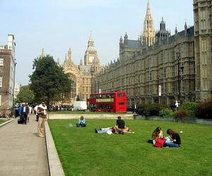 Вступ до університетів Великої Британії у 2012 році