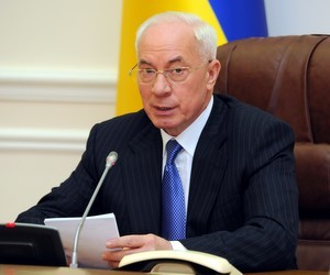 Азаров обіцяє, що новорічні свята бюджетники зустрінуть з гарним настроєм