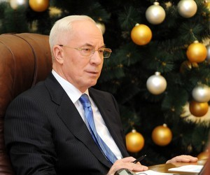 Азаров заявив, що бюджетники мають отримати зарплати
