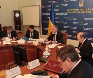 Міносвіти болісно реагує на критику законопроекту Ківалова