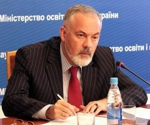 Табачник пропонує збирати заяви батьків щодо навчання російською