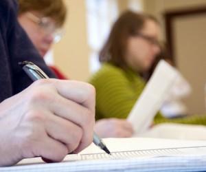 Азаров пообіцяв оплатити педагогам роботу на ЗНО