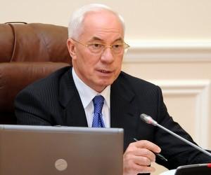 Уряд не буде скорочувати зарплати бюджетників, - Азаров