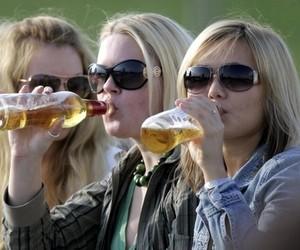 Половина дівчат-підлітків вживають слабоалкогольні напої, -  МОЗ