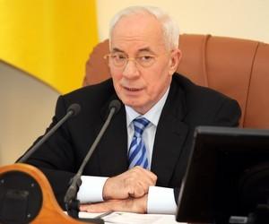 Азаров пообіцяв, що вчителі вчасно отримають відпускні