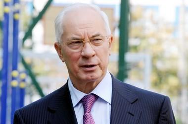 Азаров обіцяє збільшувати держзамовлення