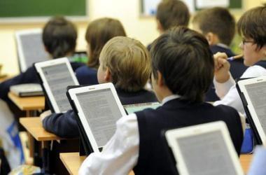 Каськів обіцяє обладнати 10% шкіл сучасною технікою