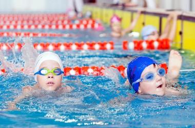 Цього року плавати навчили 350 тисяч дітей, - Табачник