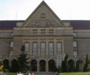 """Чеських студентів зобов'яжуть """"скинутись"""" на університетські нестатки"""