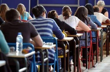 Випускники складуть тест з української мови 24 квітня
