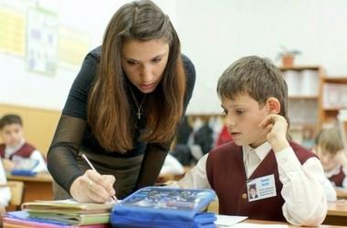 У Раді пропонують повернути надбавки для вчителів