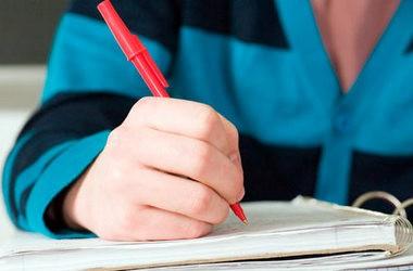 Розгляд оновлених шкільних програм продовжено